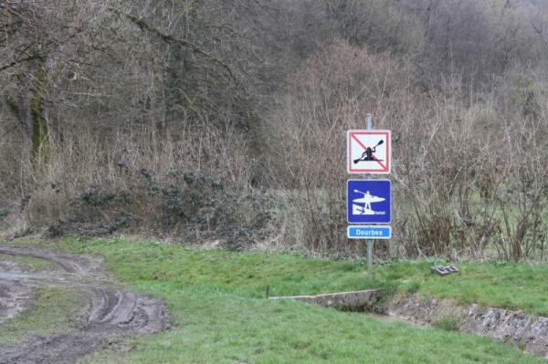 Einstieg am Dourbes, paddel wegen hochwasser leider verboten-.-